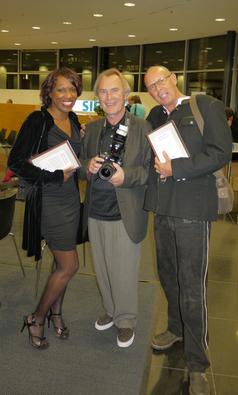 Snapshot of the release celebration of the We Are Erlangen book; Willetta Carson, Bernd Böhner and Andreas Büeler