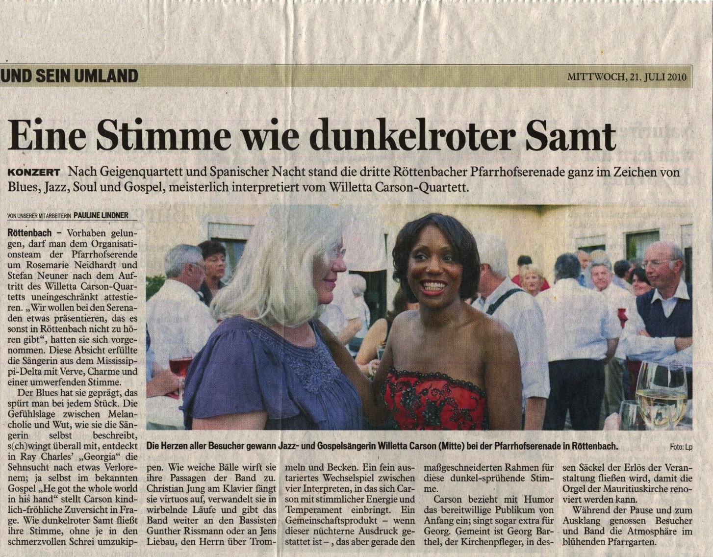 Some newspaper reviews the jazz, blues, soul and gospel serenade in the katholic St. Mauritius church in Röttenbach, which hosted the Willetta Carson Quartet for a joyful evening concert